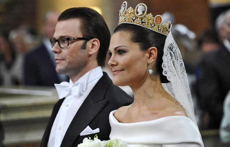 c46a1081aabd Avete notato che il mese scelto dai reali di Svezia per sposarsi è sempre  lo stesso
